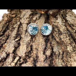 NWT! Cream/Navy BZZZ Sterling Steel Earrings Studs